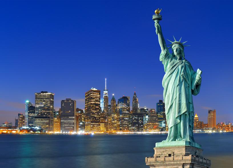 Statua della Libertà e grattacieli di New York