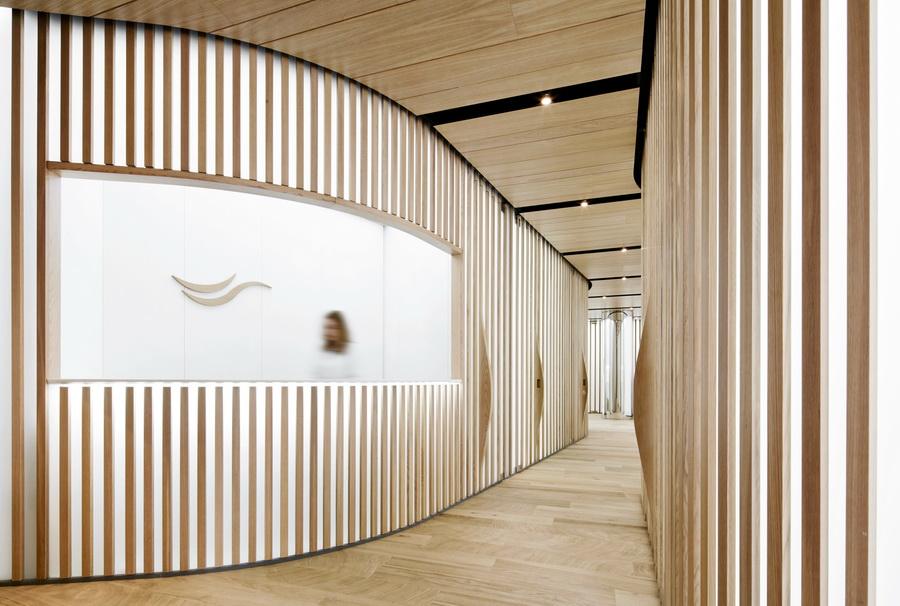 Interior design pi bello del mondo inside for Dental clinic interior design concept