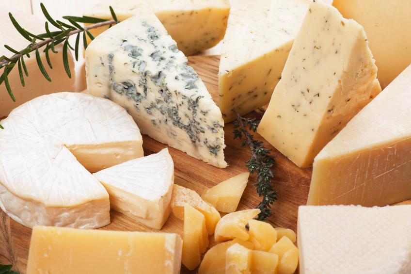 Golosaria di Milano: presentazione di diversi tipi di formaggi