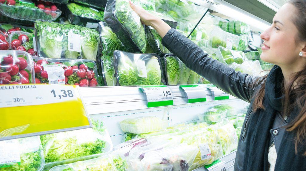 reparto supermercato. Insalata in busta rischio salmonella
