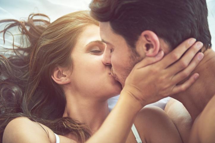 sesso la prima volta, baciare
