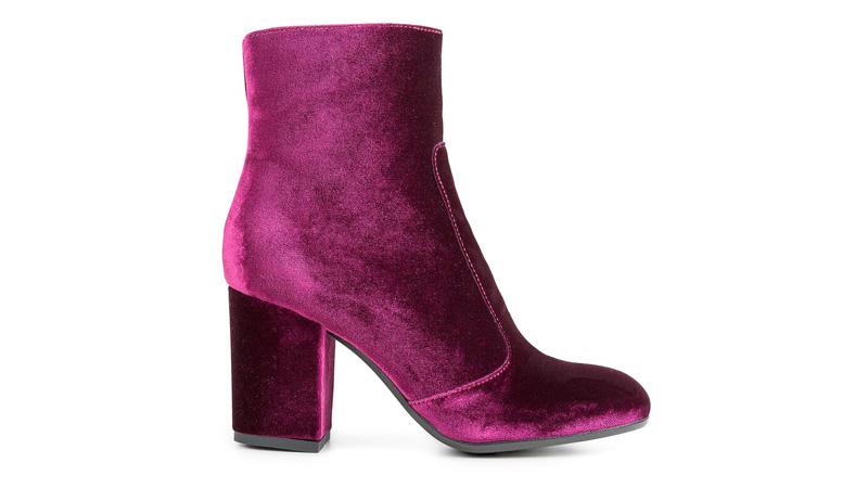 Velvet mania, la moda conquista anche le scarpe