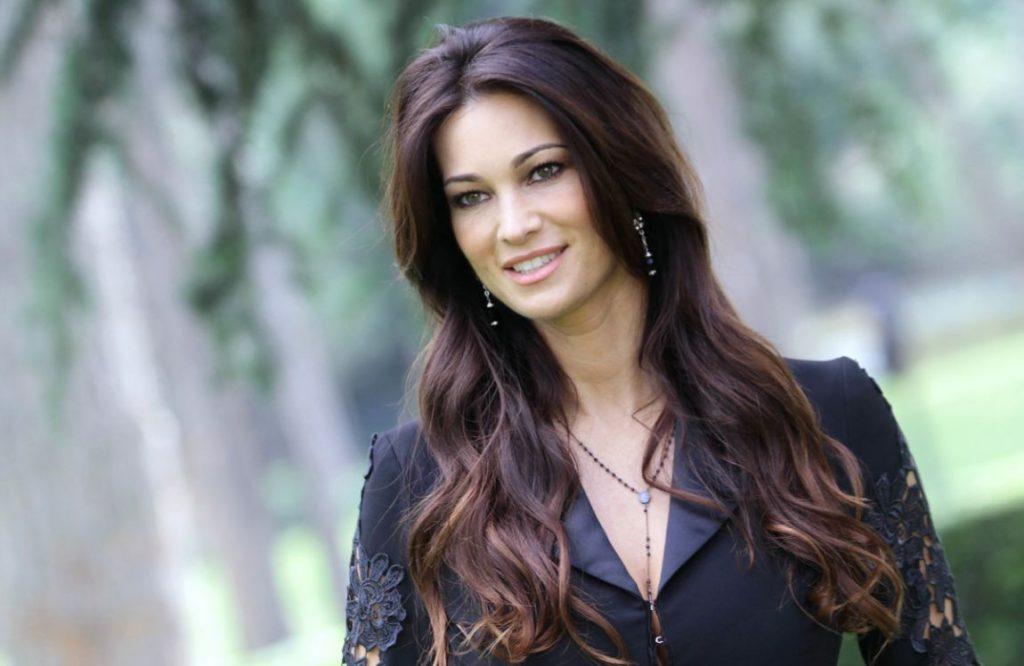 Manuela Arcuri, sexy anche a 40 anni