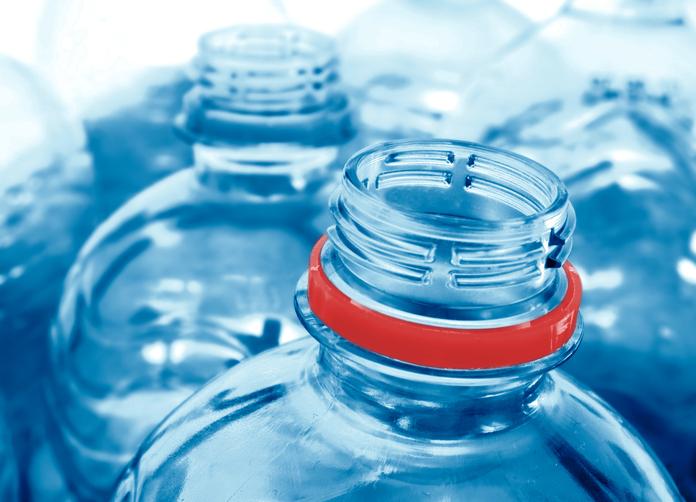 Bottiglie di plastica: è sicuro riutilizzarle?
