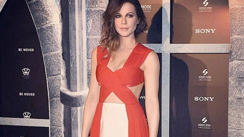 Kate Beckinsale, una Lady in red