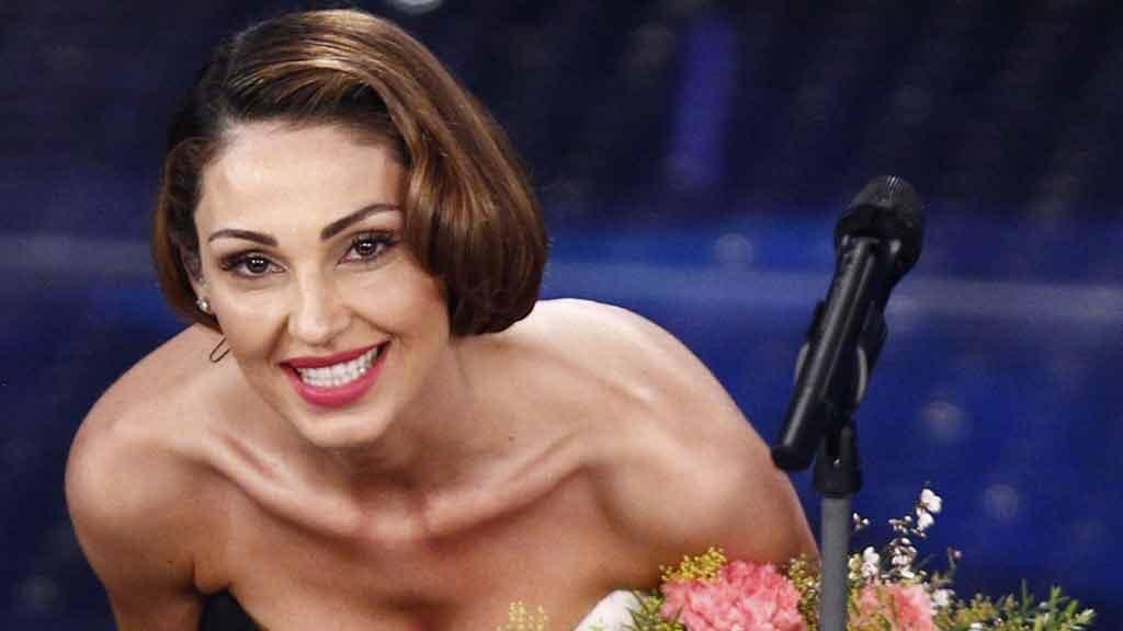 Anna Tatangelo: 30 anni di musica e qualche critica