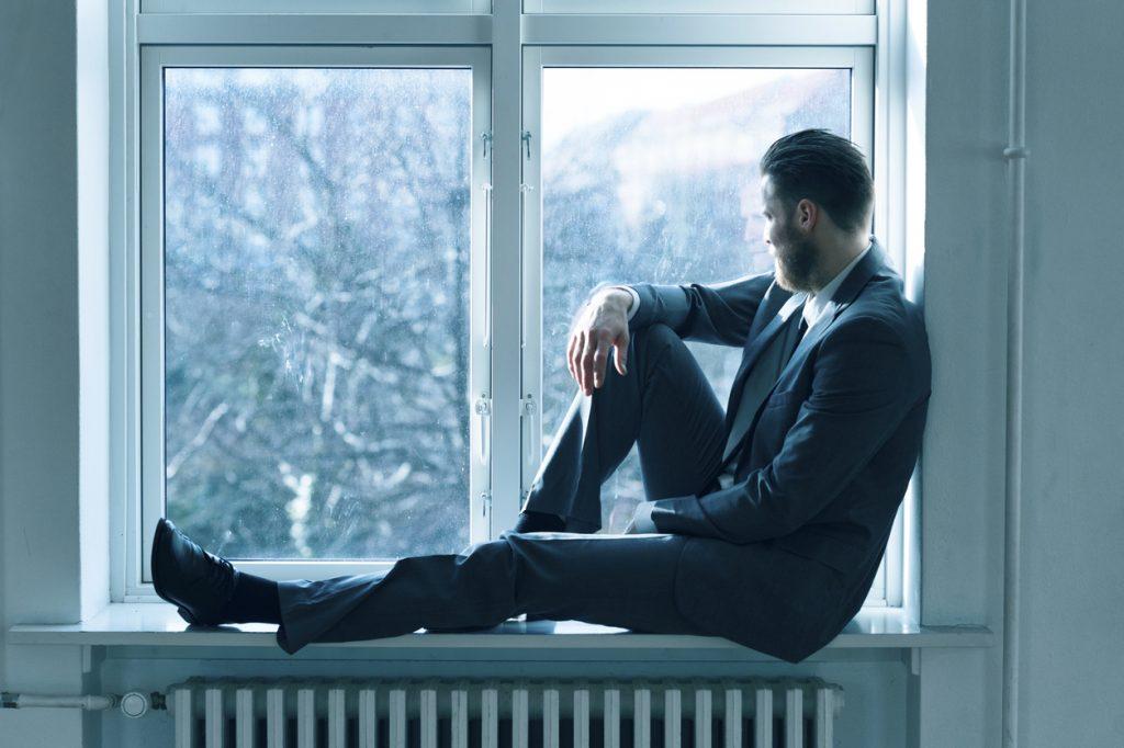 uomo alla finestra gennaio