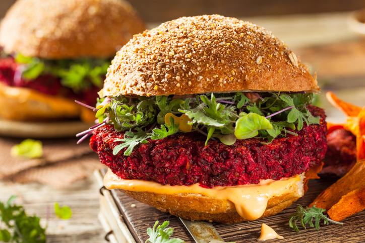 Hamburger di rapa rossa: la barbabietola si fa cool