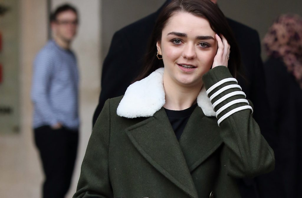 Maisie Williams in verde military style