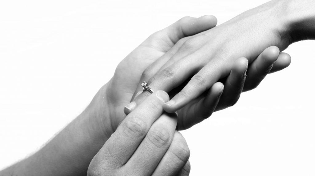 anello al dito