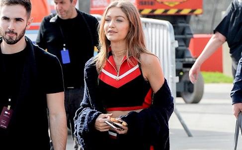 La top Gigi Hadid innamorata dello stile sporty-chic