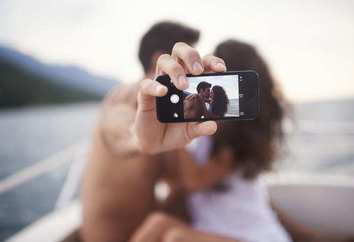 """""""Relfie"""", i selfie d'amore rovinano il rapporto"""