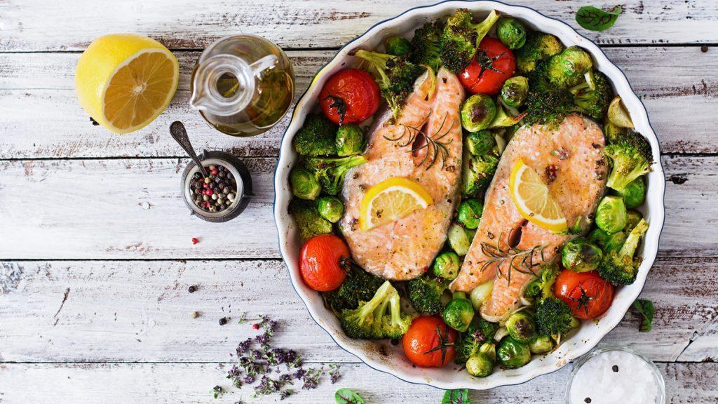Odore di pesce: come eliminarlo dalla cucina