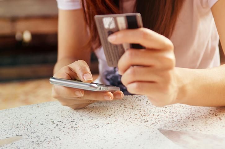 Shopping virtuale: gli italiani lo preferiscono via smartphone