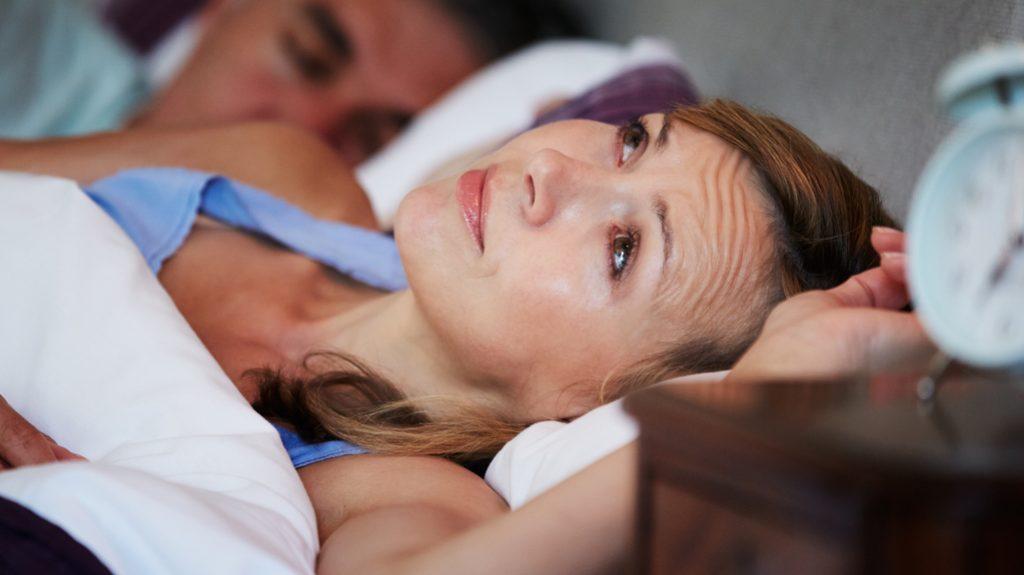 L'insonnia in menopausa è nemica del sesso