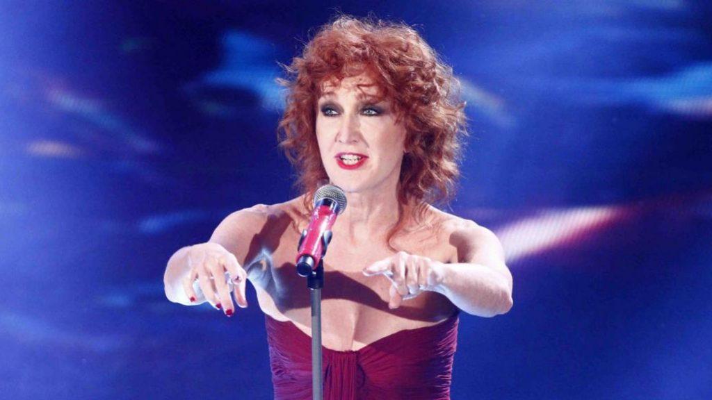 Sanremo 2017: Maria De Filippi con il portachiavi di Carlo Conti