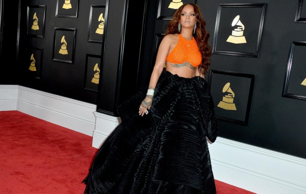 Il look di Rihanna ai Grammy Awards
