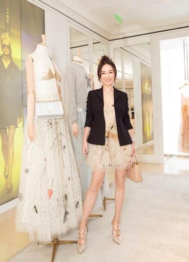 L'attrice cinese HUO Siyan ha indossato le décolleté di René Caovilla in raso rosa e dettagli in Swarovski in occasione dell'apertura del Pop Up Store di Christian Dior a Beijing.