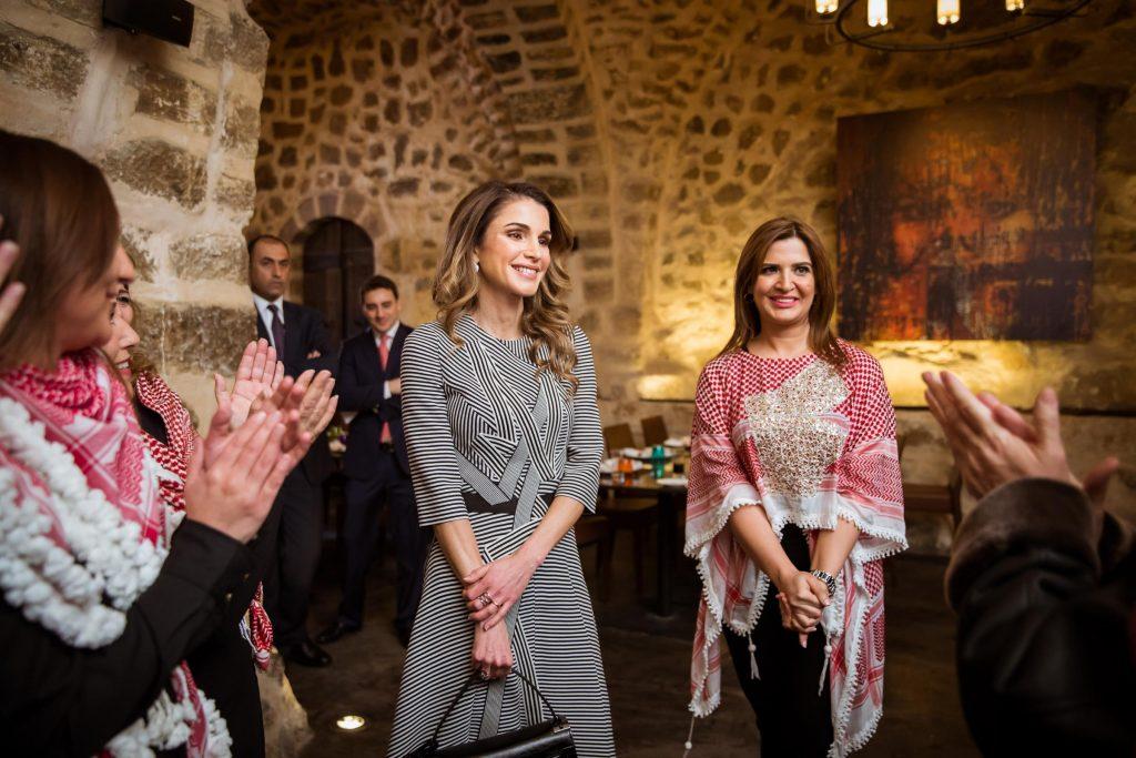 Rania di Giordania, regina di stile (e delle righe)