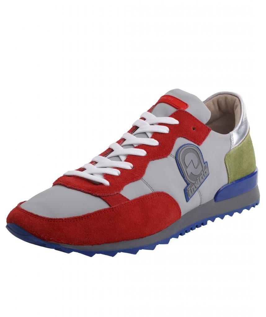 Il brand degli zaini debutta nel settore delle leisure sneaker con un modello unisex in nylon e suede