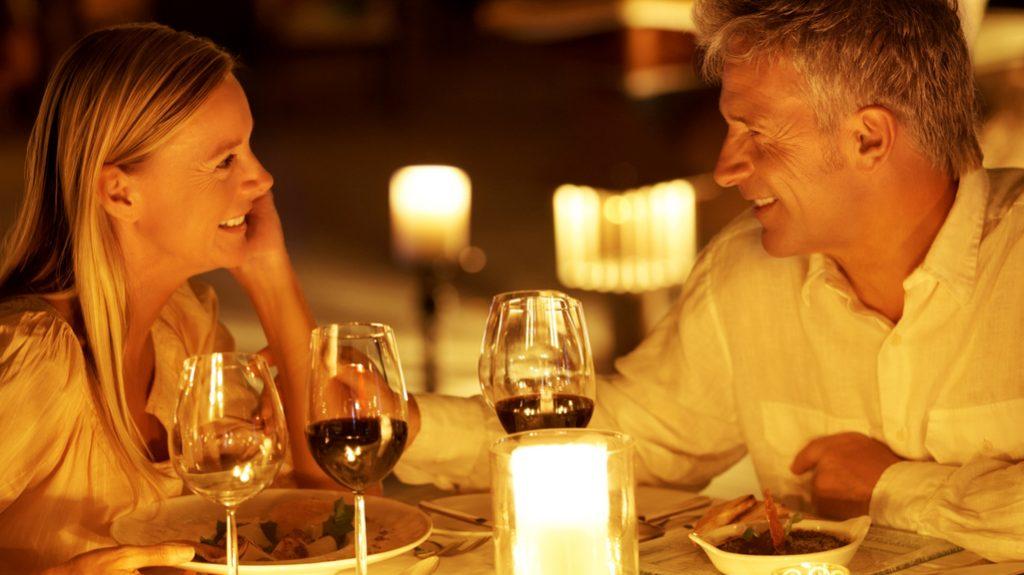 cena romantica, cosa mangiare quando si flirta