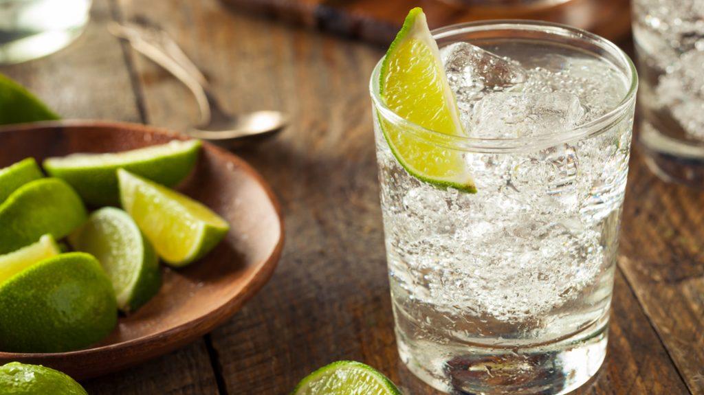 la storia del gin tonic