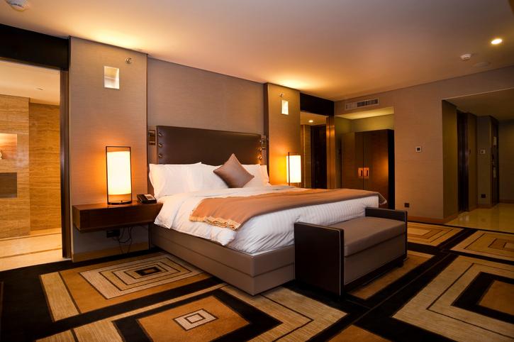 Controllo vocale nelle stanze d'albergo