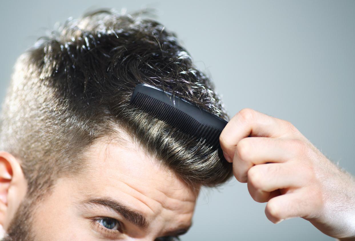 Pettine tra i capelli