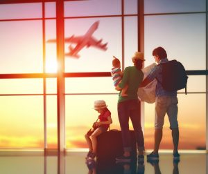 Famiglia in aeroporto