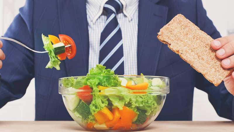 mangiare soli in ufficio