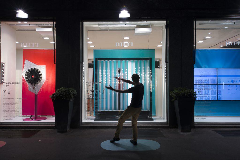 #italiangestures nelle vetrine Biffi di Corso Genova, Milano