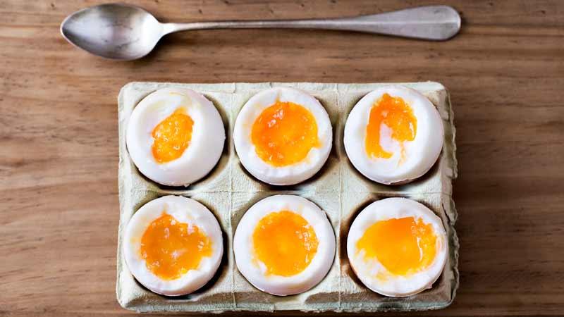 Uova sode: la guida infallibile per bollirle