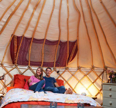 Una tenda yurta può essere un'alternativa green per la luna di miele