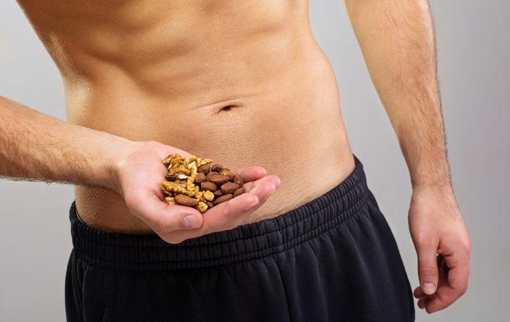 Mandorle e noci per il benessere maschile