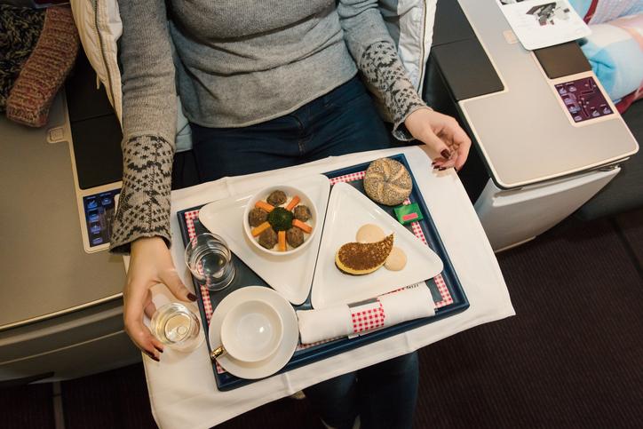 Consumare i pasti a bordo significa assumere più calorie