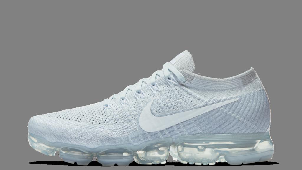Sneaker total white: femminilità in chiave sportiva