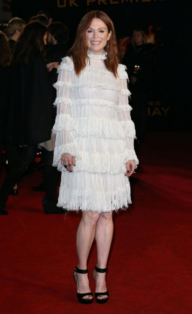 Image licensed to i-Images Picture Agency. 05/11/2015. London, United Kingdom. Julianne Moore arriving at the Hunger Games: Mockingjay - Part 2 premiere in London. Picture by Stephen Lock / i-Images Londra, Prima di Hunger Games: Moclingjay parte 2LaPresse -- Only Italy