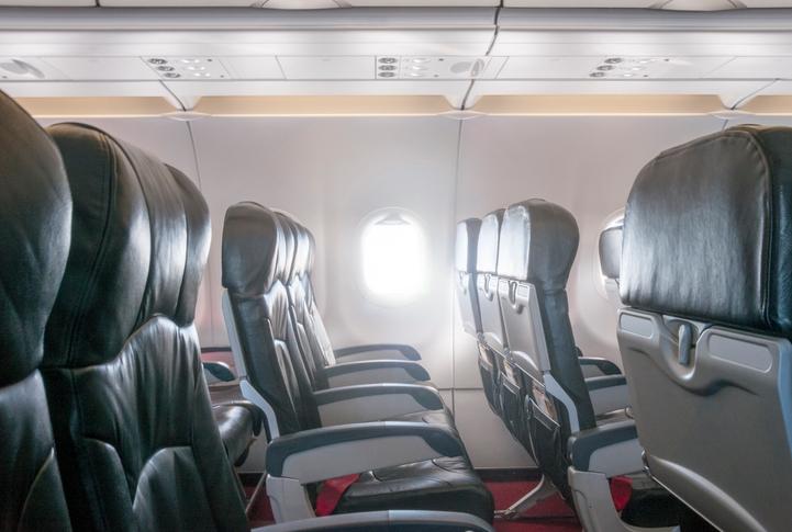 Sedili reclinabili all'interno di una cabina aerea