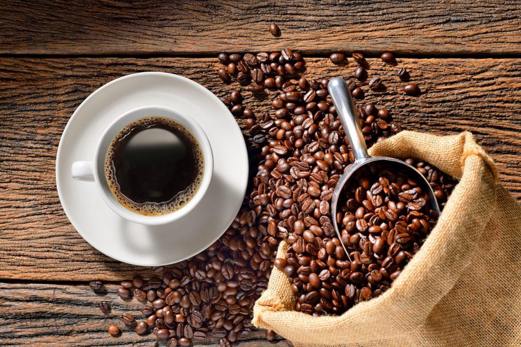 bere caffè