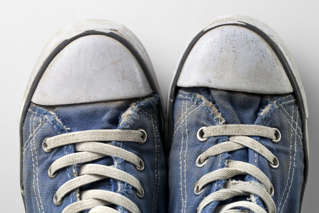lavare le scarpe