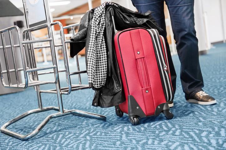 Bagagli a mano in aereo: spesso si pagano costi aggiuntivi