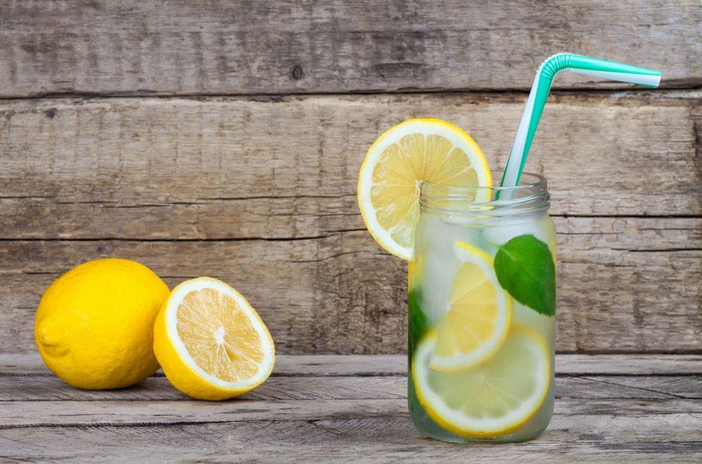 Acqua E Limone La Sera.Acqua E Limone L Elisir Di Salute E Bellezza Delle Star Www Stile It