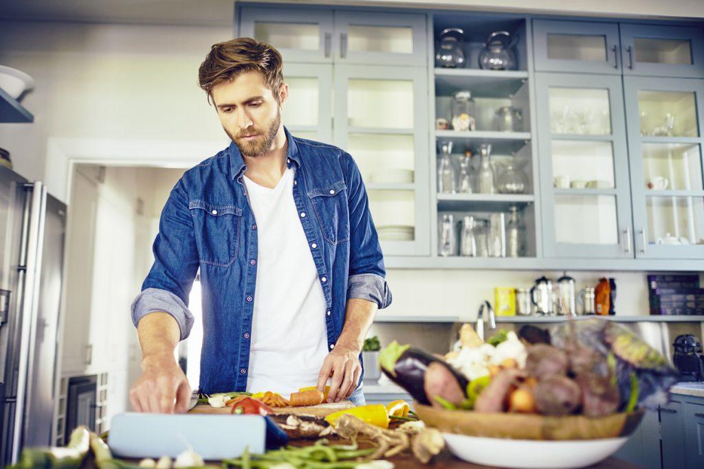 uomini in cucina