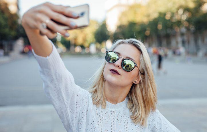 Troppi selfie fanno venire le rughe