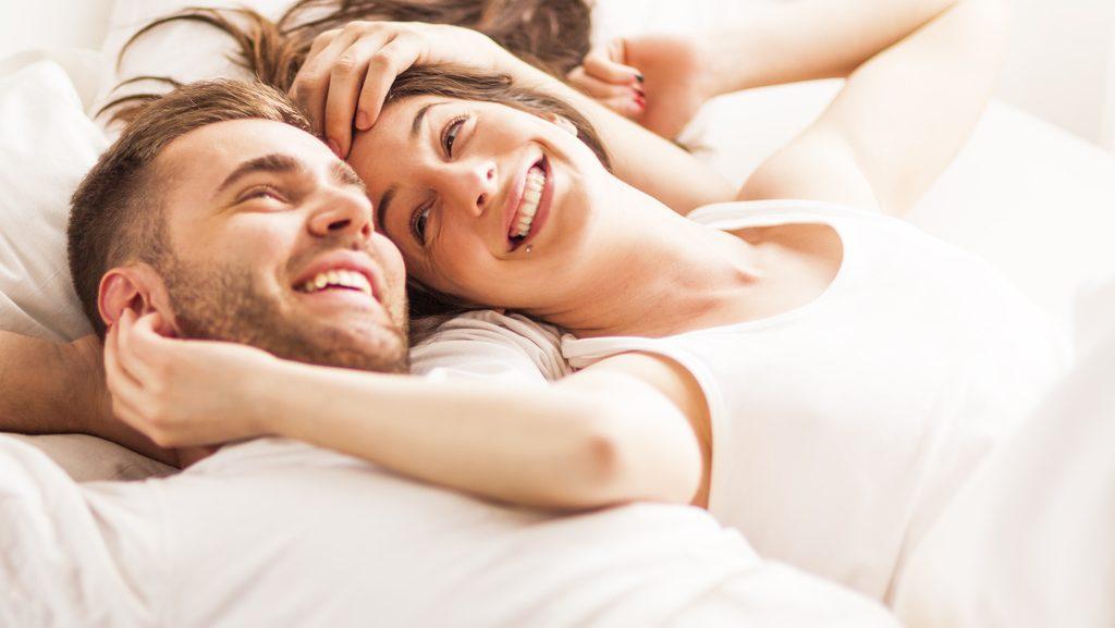 coppia a letto, insonnia e problemi di coppia