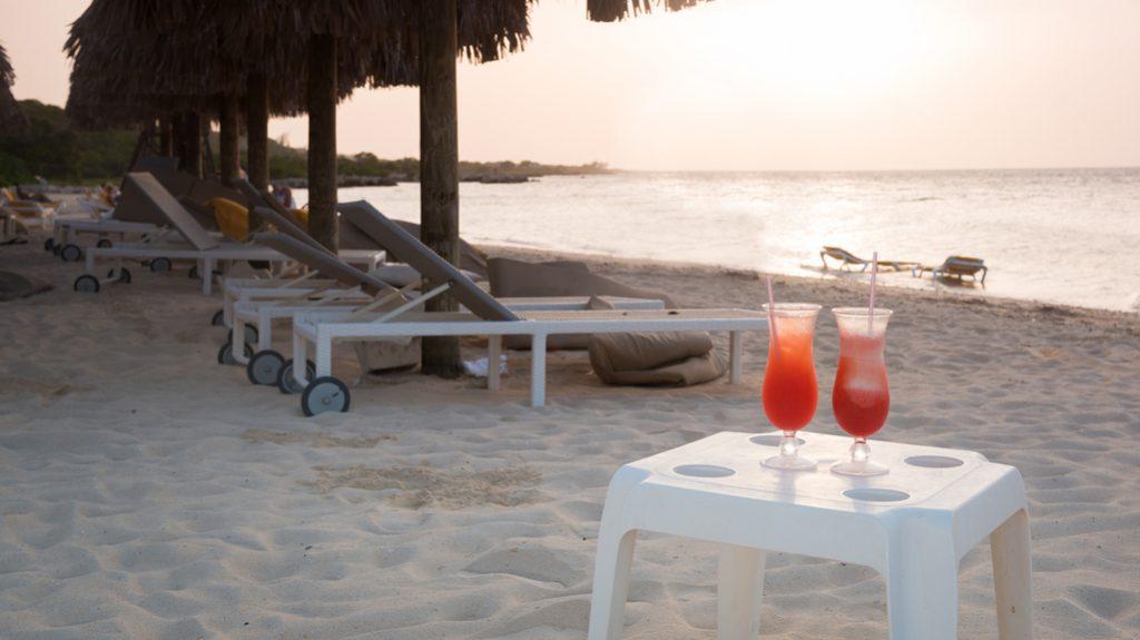 Drink sulla spiaggia caraibica