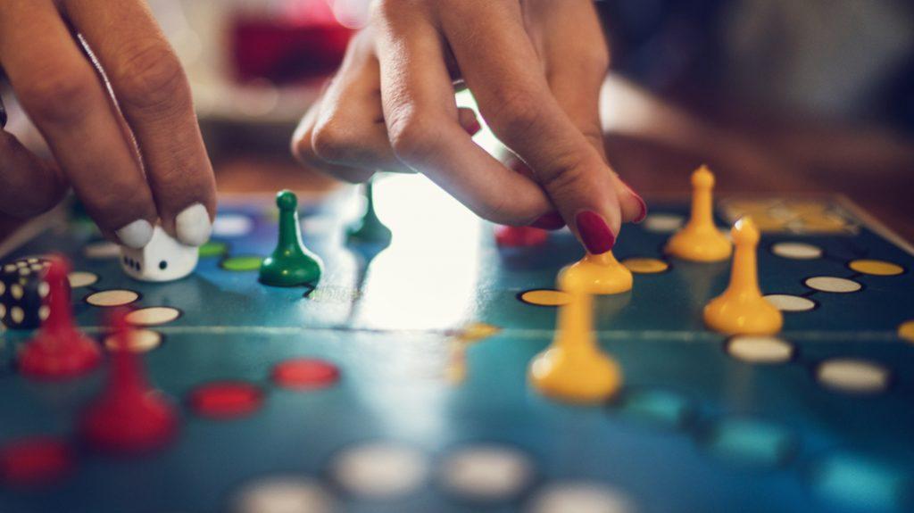 Giochi di società al bar: il fenomeno dilaga