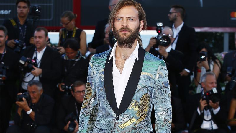 Alessandro Borghi, l'hipster style sfila sul red carpet
