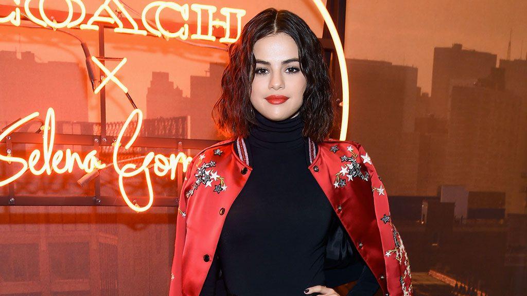 Selena Gomez, a New York la passione è rosso fuoco