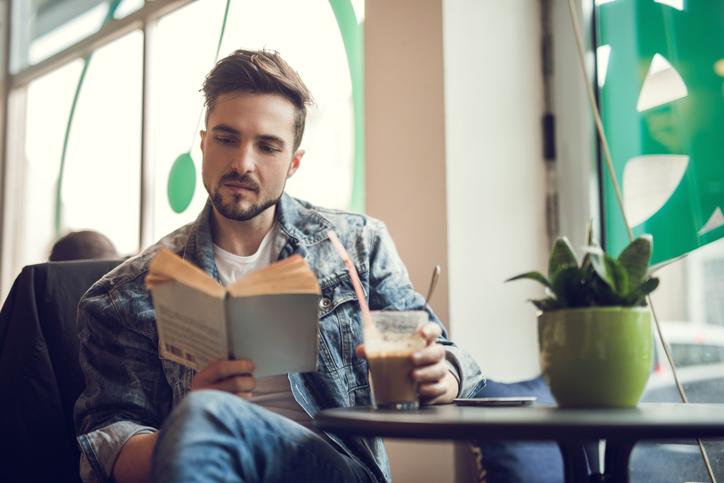 La bibliomanzia in tempi moderni si usa per rimorchiare
